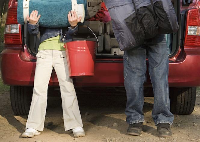 Kids unpacking car