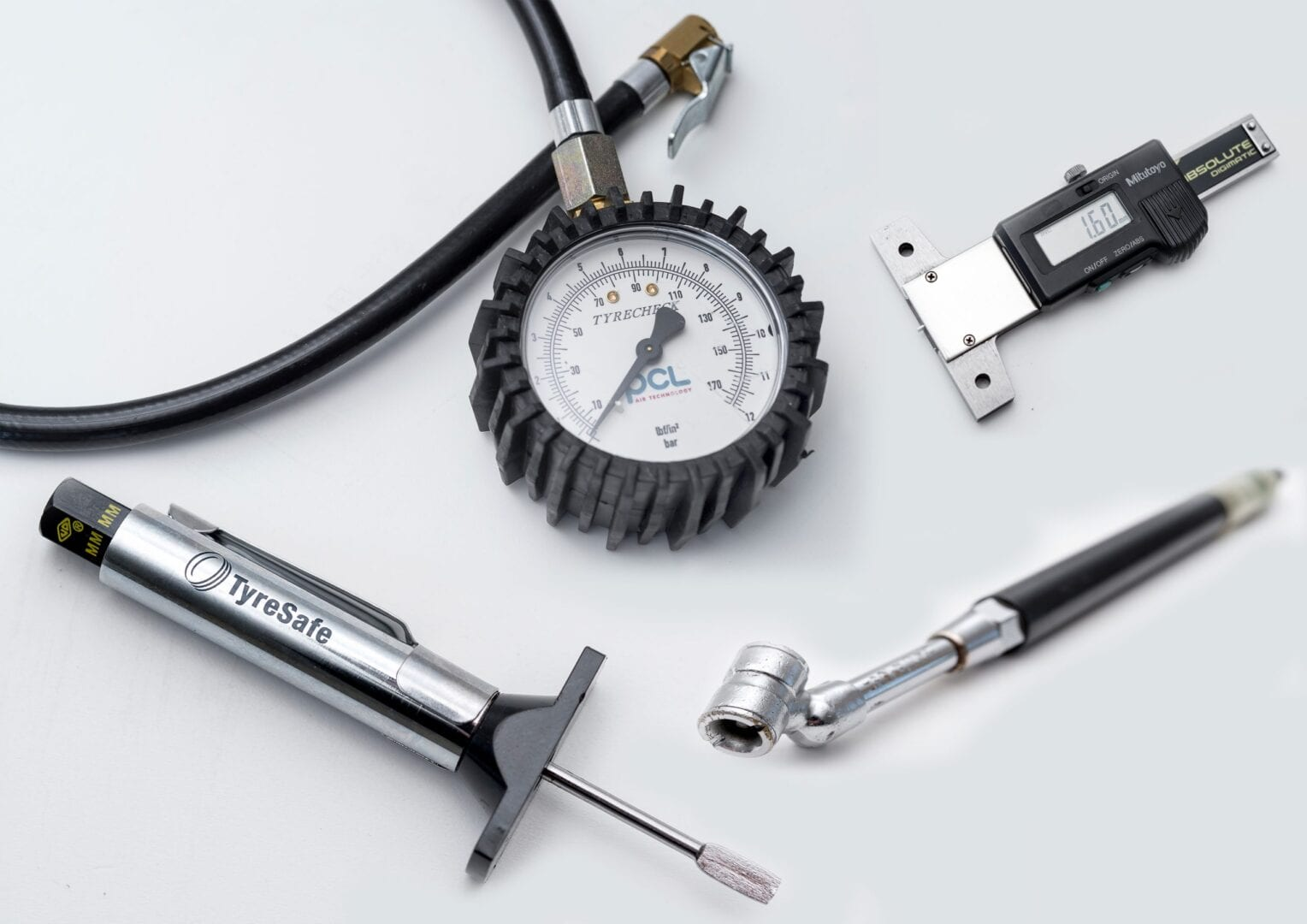 Tyresafe-equipment-montage